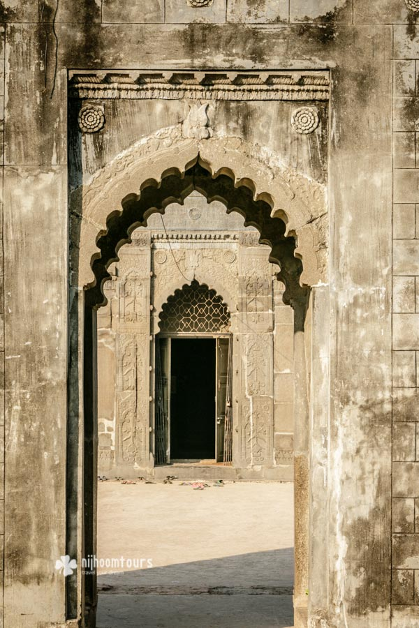 The entrance of Chhoto Sona Mosque in Gaur