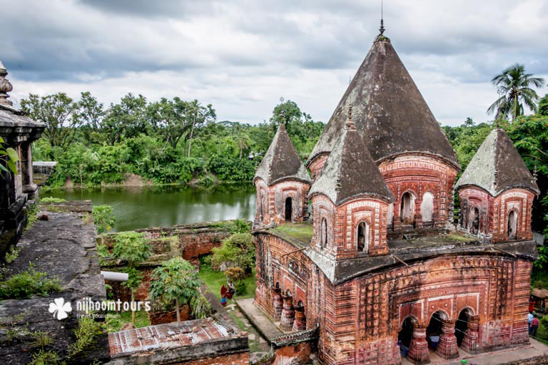 Temple village Puthia in Bangladesh, full of beautiful Hindu temples. Number two on our list of the best archaeological sites in Bangladesh.