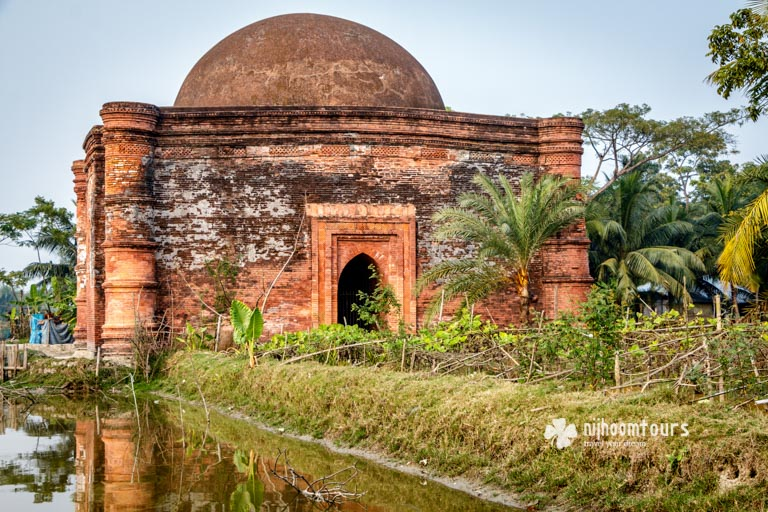 The Chunakhola Mosque in Bagerhat