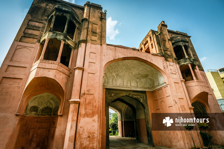 Photo of the main entrance tower of Lalbagh Fort