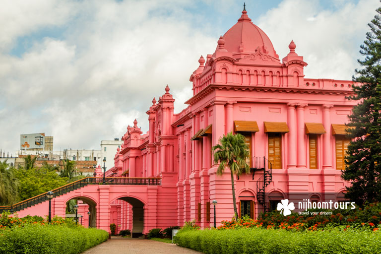 Photo of a side view of the Rong Mahal (Entertainment House) of Ahsan Manzil