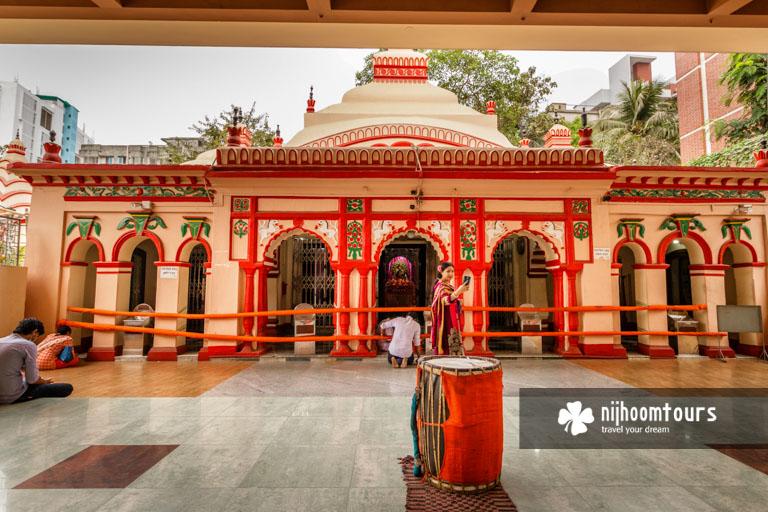 Photo of the main temple inside Dhakeshwari Temple