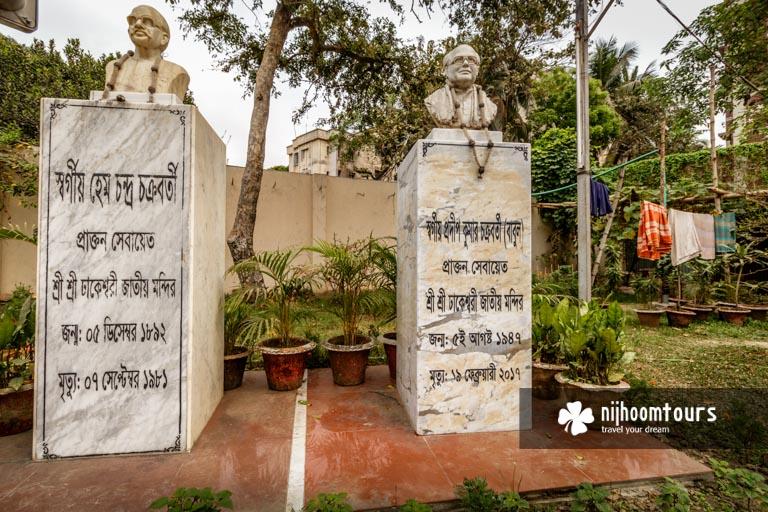 Photo of the memorial of the late caretakers of Dhakeshwari Temple