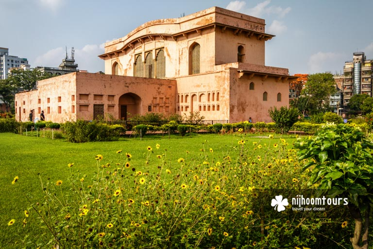 Photo of the governor's residence in Lalbagh Fort