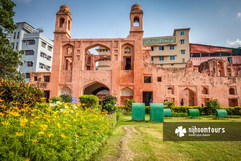Photo of the main entrance of Lalbagh Fort (inside view)